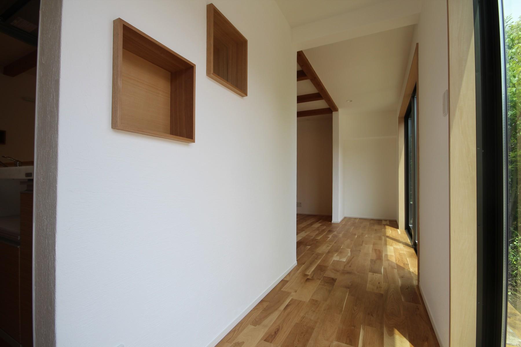 和室2間分と広縁総てをLDKとして、広々とした空間を作り、お洗濯物の部屋干しスペースも確保しました。